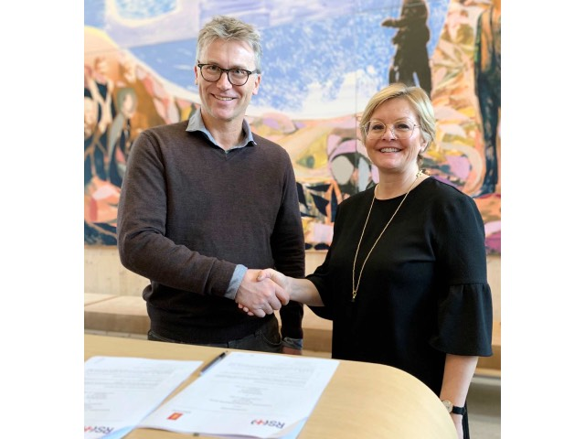 Kongsberg Maritime's Bjørn Jalving and the Norwegian Society for Sea Rescue Rikke Lind signed the cooperation agreement on Friday 6th December 2019