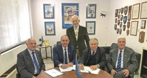 (L-R) C. Pozidis, Vice Chairman/HNSA, A. Palatianos, Chairman/HNSA, D. Mitsatsos, Dir. General/HELMEPA, Dr G. Gratsos, Chairman of the BoD/HELMEPA and A. Lambrou, Gen. Secretary/HNSA during the signing of the Memorandum of Cooperation